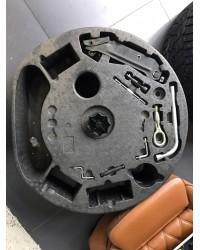 Набор инструмента в нишу запасного колеса Bentley
